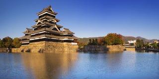 Κάστρο του Ματσουμότο στο Ματσουμότο, Ιαπωνία μια σαφή ημέρα Στοκ φωτογραφία με δικαίωμα ελεύθερης χρήσης