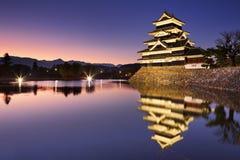 Κάστρο του Ματσουμότο στο Ματσουμότο, Ιαπωνία τη νύχτα Στοκ φωτογραφία με δικαίωμα ελεύθερης χρήσης
