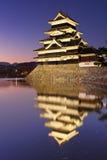 Κάστρο του Ματσουμότο στο Ματσουμότο, Ιαπωνία τη νύχτα Στοκ φωτογραφίες με δικαίωμα ελεύθερης χρήσης