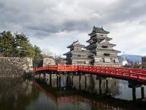 Κάστρο του Ματσουμότο το καλοκαίρι, πόλη του Ματσουμότο, Ναγκάνο, Ιαπωνία Στοκ εικόνα με δικαίωμα ελεύθερης χρήσης