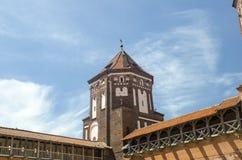 Κάστρο Anscient πέρα από το βαθύ μπλε ουρανό Στοκ εικόνες με δικαίωμα ελεύθερης χρήσης