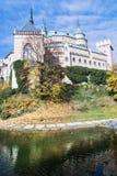 Κάστρο Bojnice με το υδραγωγείο στη Σλοβακία, εποχιακή Στοκ φωτογραφία με δικαίωμα ελεύθερης χρήσης
