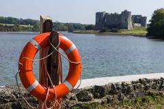 Κάστρο Carew με τη ζώνη ζωής στοκ φωτογραφία με δικαίωμα ελεύθερης χρήσης