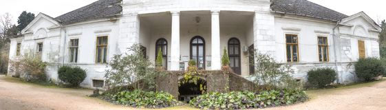 Κάστρο Gyulay στο πάρκο δενδρολογικών κήπων Simeria, Ρουμανία στοκ φωτογραφία με δικαίωμα ελεύθερης χρήσης