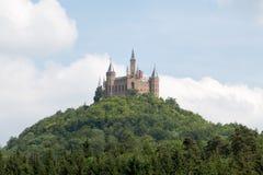 Κάστρο Hohenzollern σε έναν λόφο Στοκ εικόνες με δικαίωμα ελεύθερης χρήσης