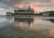 Κάστρο Kalmar με τον κόκκινο ουρανό ένα θερινό στοκ φωτογραφίες