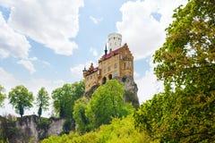 Κάστρο Lichtenstein πάνω από τον απότομο βράχο βράχου Στοκ φωτογραφία με δικαίωμα ελεύθερης χρήσης