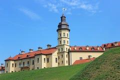 Κάστρο Nesvizhsky στο υπόβαθρο του μπλε ουρανού Στοκ Φωτογραφίες