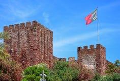 Κάστρο Silves με τη σημαία, Πορτογαλία Στοκ Φωτογραφία