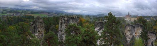 Κάστρο skala Hruba, Βοημία, Τσεχία - εικόνα φθινοπώρου, πανόραμα Στοκ Εικόνες