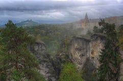 Κάστρο skala Hruba, Βοημία, Τσεχία - εικόνα φθινοπώρου Στοκ φωτογραφία με δικαίωμα ελεύθερης χρήσης