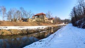 Κάστρο Slezskoostravsky hrad με το ρεύμα Lucina, η Τσεχία Στοκ Φωτογραφία