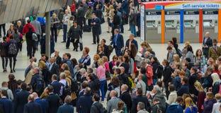 Κάτοχοι διαρκούς εισιτήριου σταθμών του Βατερλώ στοκ φωτογραφίες