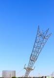 Κάτοχος αερίου και ανάποδος πυλώνας ηλεκτρικής ενέργειας Στοκ φωτογραφίες με δικαίωμα ελεύθερης χρήσης
