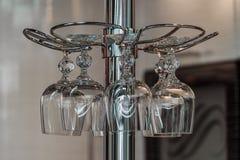 Κάτοχος με τα γυαλιά κρασιού Στοκ Εικόνες