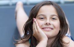 κάτω από να βρεθεί κοριτσιώ Στοκ εικόνες με δικαίωμα ελεύθερης χρήσης