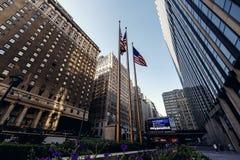 Κάτω από την άποψη σχετικά με τους ουρανοξύστες στη Νέα Υόρκη Στοκ Εικόνα