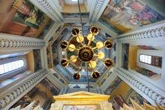 Κάτω από τον πολυέλαιο των ιερών μαρτύρων κυπριακά και του παρεκκλησιού της Justina στοκ εικόνα