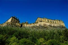 Κάτω από τους τοίχους του Castle στοκ εικόνα με δικαίωμα ελεύθερης χρήσης