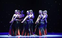 Κάτω από το λαό σεληνόφωτο-Dai ο χορός-εθνικός λαϊκός χορός Στοκ φωτογραφία με δικαίωμα ελεύθερης χρήσης