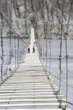 κάτω από το συμπαθητικό ύδωρ αναστολής Σεπτεμβρίου ημέρας γεφυρών βαρκών Στοκ Φωτογραφία