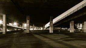 Κάτω από το υπερυψωμένο μονοπάτι Α Στοκ Εικόνες