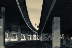 Κάτω από το υπερυψωμένο μονοπάτι Β Στοκ εικόνες με δικαίωμα ελεύθερης χρήσης