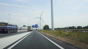 Κάτω Χώρες, Ρότερνταμ, τον Ιούλιο του 2018 circa: Οδηγώντας σε μια βιομηχανική περιοχή του Ρότερνταμ, με τις γεννήτριες αέρα φιλμ μικρού μήκους
