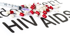 Κάψα και σύριγγα σε χαρτί, AIDS, HIV, ασθένεια φαρμάκων Στοκ φωτογραφία με δικαίωμα ελεύθερης χρήσης