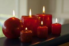 Κάψιμο έξι κόκκινο κεριών Στοκ φωτογραφίες με δικαίωμα ελεύθερης χρήσης