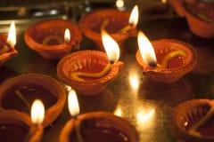 Κάψιμο λαμπτήρων αργίλου για Diwali στοκ εικόνα με δικαίωμα ελεύθερης χρήσης