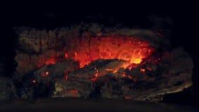 Κάψιμο πυρκαγιάς σε μια εστία απόθεμα βίντεο