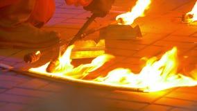Κάψιμο πυρκαγιάς στην απόδοση πυρκαγιάς φιλμ μικρού μήκους