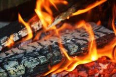 Κάψιμο πυρκαγιάς στη δράση, φλόγες στο φούρνο, αφηρημένο υπόβαθρο φλογών Στοκ Εικόνες