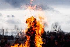 Κάψιμο του ομοιώματος Maslenitsa Στοκ εικόνα με δικαίωμα ελεύθερης χρήσης