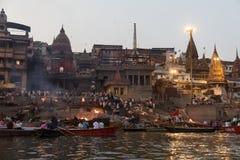 Κάψιμο Ghat στο Varanasi, Ινδία Στοκ Φωτογραφίες