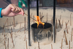 Κάψιμο Insense στο ναό Στοκ Φωτογραφία