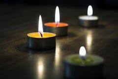 Κάψιμο tealights Στοκ εικόνα με δικαίωμα ελεύθερης χρήσης