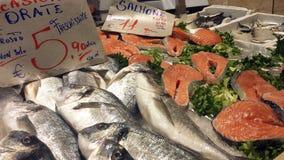 Κάλιαρι, Ιταλία - 22 Μαρτίου 2017: Παραδοσιακός στάβλος αγοράς ψαριών στοκ εικόνες