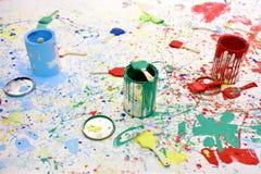Κάδος και βούρτσα χρωμάτων στοκ εικόνες