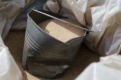 Κάδος κατασκευής της λεπτής άμμου για την επισκευή Στοκ εικόνα με δικαίωμα ελεύθερης χρήσης