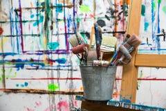 Κάδος των βουρτσών του ζωγράφου Στοκ Φωτογραφία