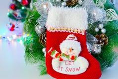 Κάλτσα santas διακοσμήσεων Χριστουγέννων και χειροποίητος στοκ εικόνα