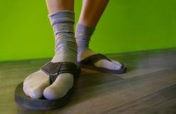 Κάλτσες στα σανδάλια Στοκ Φωτογραφίες