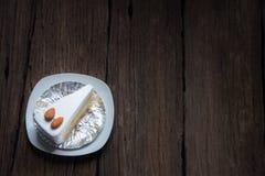 Κάλυμμα κέικ βανίλιας με την άσπρα σοκολάτα και το αμύγδαλο Στοκ εικόνες με δικαίωμα ελεύθερης χρήσης