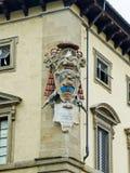 Κάλυψη Αρχιεπισκόπου των όπλων στο παλάτι του Αρχιεπισκόπου. Φλωρεντία, Ιταλία Στοκ Φωτογραφίες