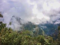 Κάλυψη βουνών Pichu Huayna από τα σύννεφα Στοκ εικόνες με δικαίωμα ελεύθερης χρήσης