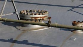 κάλυψη και βρύση του δοχείου πίεσης για την αποθήκευση του φυσικού αερίου Στοκ φωτογραφία με δικαίωμα ελεύθερης χρήσης