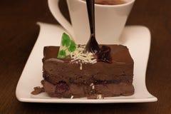 Κέικ ή γλυκό σοκολάτας με το απόγευμα te Στοκ εικόνες με δικαίωμα ελεύθερης χρήσης