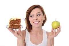 Κέικ ή Apple επιλογής επιδορπίων γυναικών Στοκ Φωτογραφία